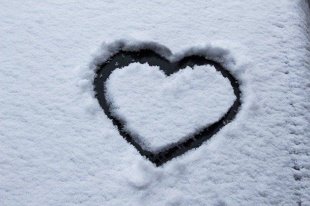 srdce ve sněhu