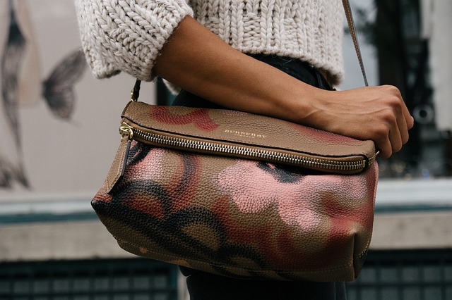 počmáraná kabelka