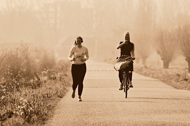 běh s cyklistkou